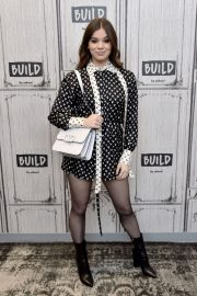 Hailee Steinfeld attends Photocall and interview at Build Studio in New York 2019/10/31 1