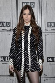 Hailee Steinfeld attends Photocall and interview at Build Studio in New York 2019/10/31 3