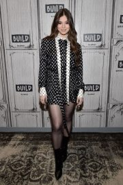 Hailee Steinfeld attends Photocall and interview at Build Studio in New York 2019/10/31 6