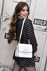 Hailee Steinfeld attends Photocall and interview at Build Studio in New York 2019/10/31 10