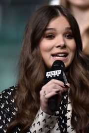 Hailee Steinfeld attends Photocall and interview at Build Studio in New York 2019/10/31 11
