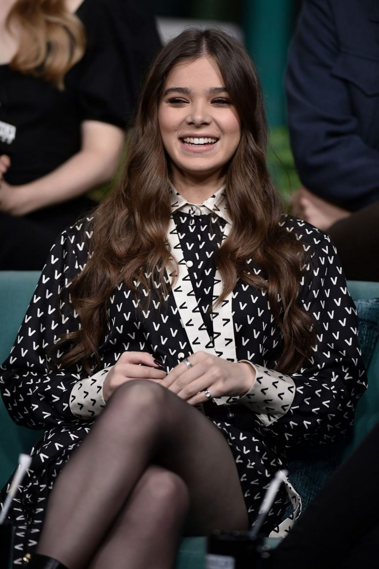 Hailee Steinfeld attends Photocall and interview at Build Studio in New York 2019/10/31 13