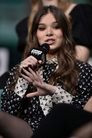Hailee Steinfeld attends Photocall and interview at Build Studio in New York 2019/10/31 15