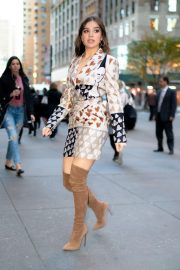 Hailee Steinfeld seen in brown long boots out in Midtown New York 2019/11/01 1