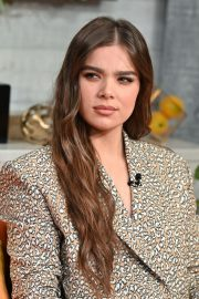 """Hailee Steinfeld visits BuzzFeed's """"AM To DM"""" New York 2019/11/01 3"""