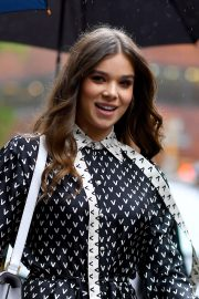 Hailee Steinfeld visits the Build Series in New York City 2019/10/31 5