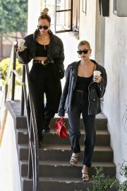 Hailey Bieber Out and About with her stylist in West Hollywood 2019/10/31 5