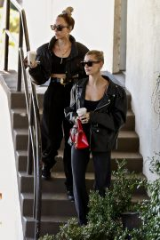 Hailey Bieber Out and About with her stylist in West Hollywood 2019/10/31 8