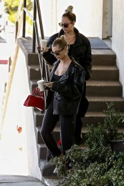 Hailey Bieber Out and About with her stylist in West Hollywood 2019/10/31 9