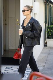 Hailey Bieber Out and About with her stylist in West Hollywood 2019/10/31 32