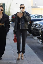 Hailey Bieber Out and About with her stylist in West Hollywood 2019/10/31 33