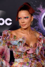 Halsey attends 2019 American Music Awards at Microsoft Theater in Los Angeles 2019/11/24 1