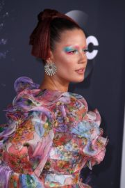Halsey attends 2019 American Music Awards at Microsoft Theater in Los Angeles 2019/11/24 19