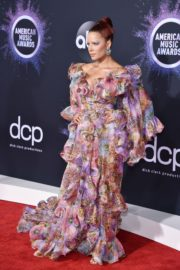 Halsey attends 2019 American Music Awards at Microsoft Theater in Los Angeles 2019/11/24 23