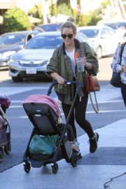 Hilary Duff Having Fun with Her Daughter Banks Violet Bair Out in Beverly Hills 2019/11/23 3