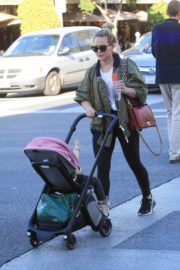 Hilary Duff Having Fun with Her Daughter Banks Violet Bair Out in Beverly Hills 2019/11/23 4