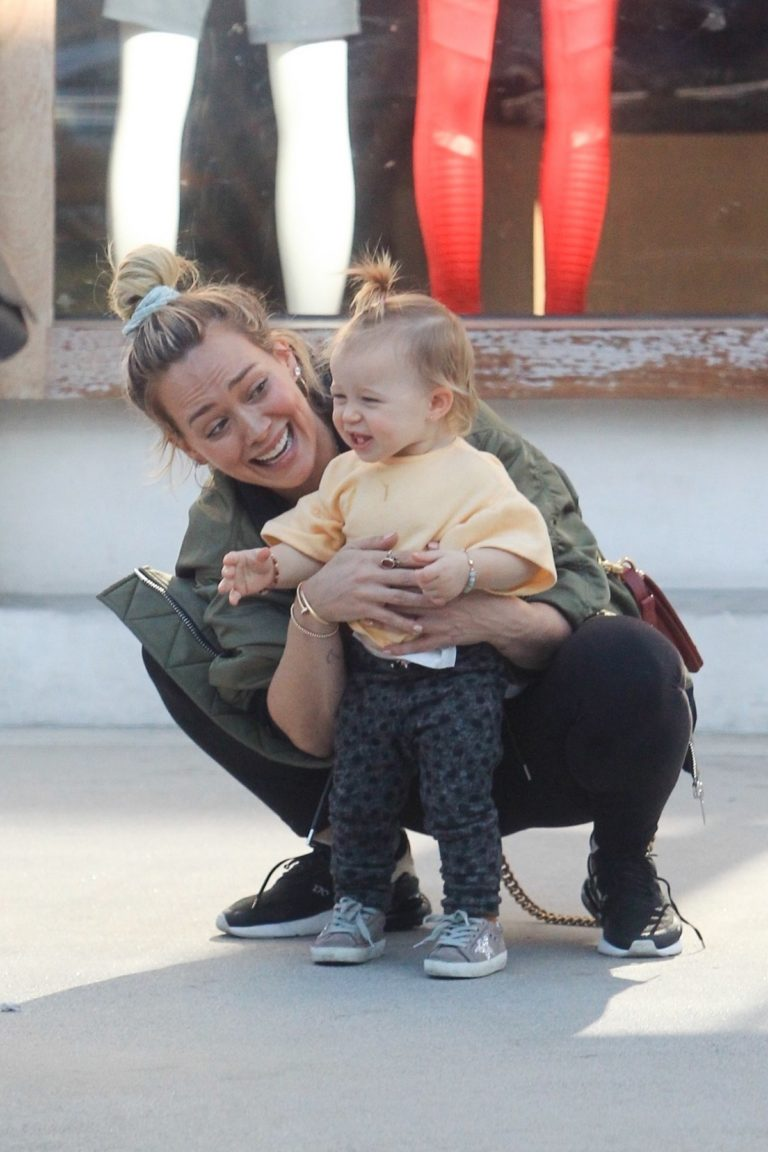 Hilary Duff Having Fun with Her Daughter Banks Violet Bair Out in Beverly Hills 2019/11/23 5