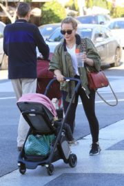 Hilary Duff Having Fun with Her Daughter Banks Violet Bair Out in Beverly Hills 2019/11/23 6