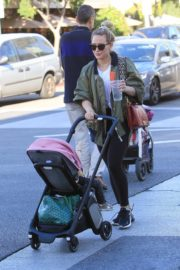 Hilary Duff Having Fun with Her Daughter Banks Violet Bair Out in Beverly Hills 2019/11/23 7
