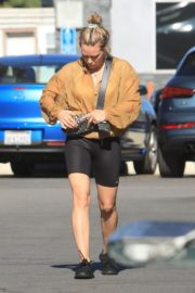 Hilary Duff Without Makeup Grocery Shopping Out at Ralph's in Los Angeles 2019/11/24 2