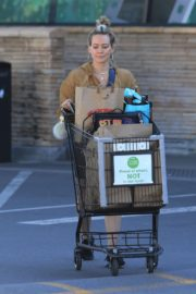 Hilary Duff Without Makeup Grocery Shopping Out at Ralph's in Los Angeles 2019/11/24 5