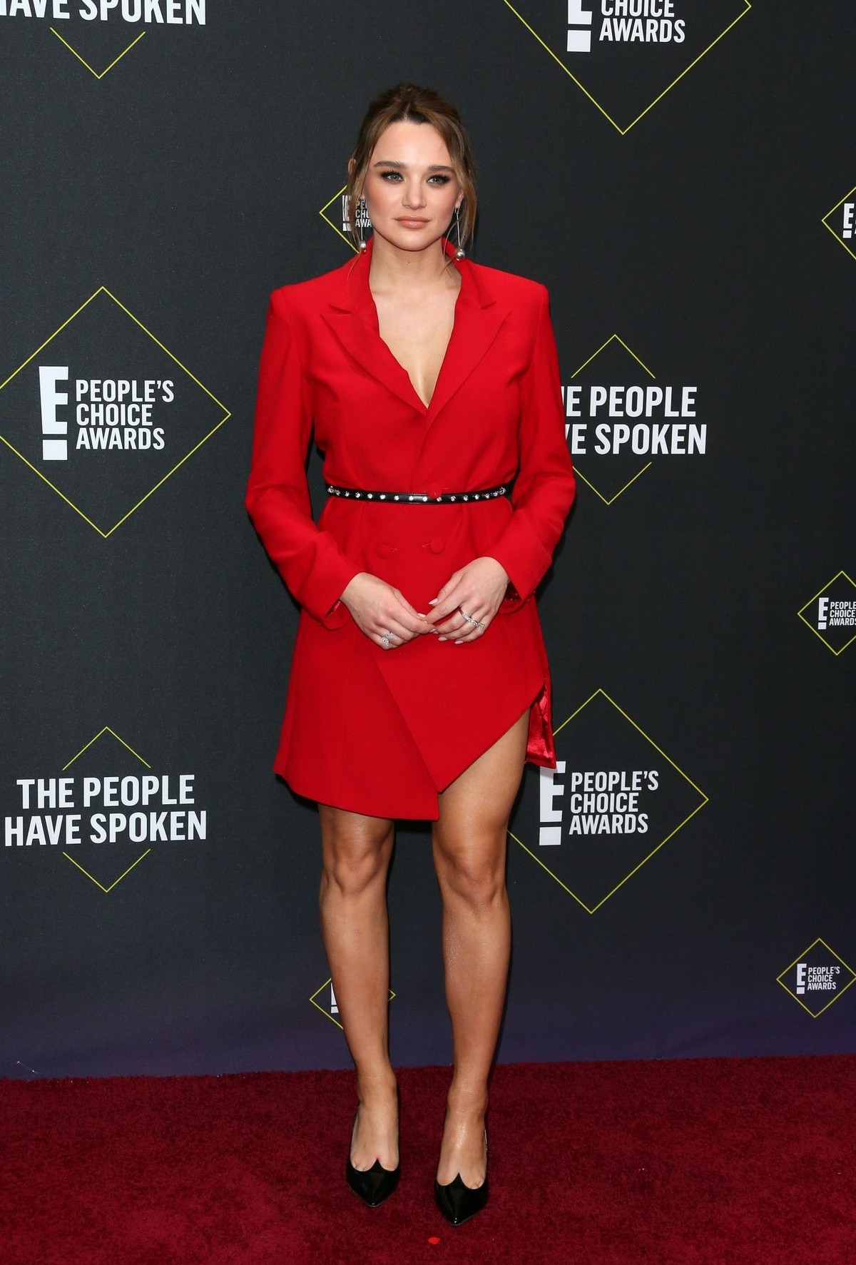 Hunter King arrives at 2019 E! People's Choice Awards in Santa Monica 2019/11/10 3