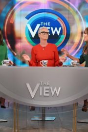 Jamie Lee Curtis The View in New York 2019/11/21 4
