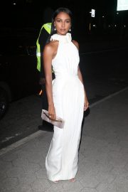 Jasmine Tookes arrives in white outfit at Cipriani's in New York, 2019/11/04 5