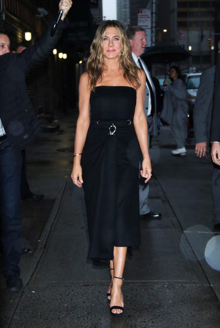 Jennifer Aniston arrives 'The Late Show with Stephen Colbert' in New York 2019/10/29 5