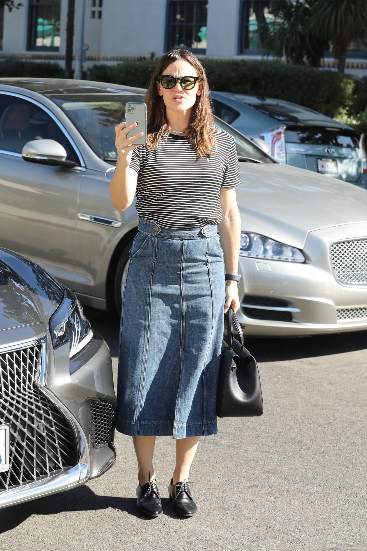 Jennifer Garner seen in lining top and denim bottom at church in Pacific Palisades 2019/11/03 4