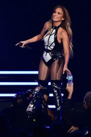 Jennifer Lopez performs iHeartRadio Fiesta Latina Show in Miami 2019/11/02 1