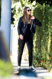 Jessica Biel in black outfit out in Los Angeles 2019/10/31 1
