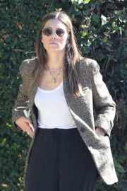 Jessica Biel in White Tank Top with Coat Out in Los Angeles 2019/11/22 4