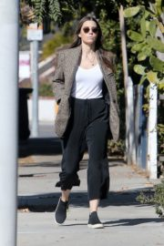 Jessica Biel in White Tank Top with Coat Out in Los Angeles 2019/11/22 9