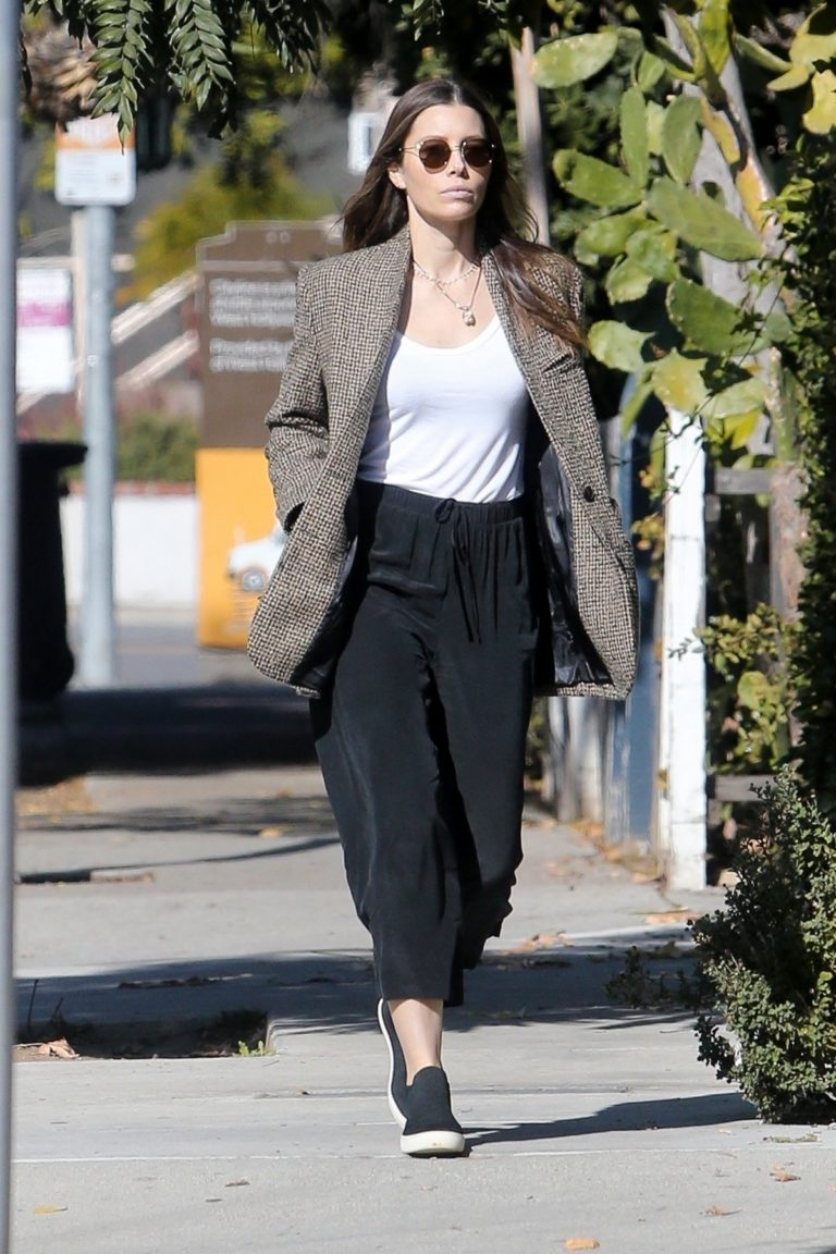 Jessica Biel in White Tank Top with Coat Out in Los Angeles 2019/11/22 10