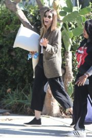 Jessica Biel in White Tank Top with Coat Out in Los Angeles 2019/11/22 11