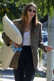 Jessica Biel in White Tank Top with Coat Out in Los Angeles 2019/11/22 13