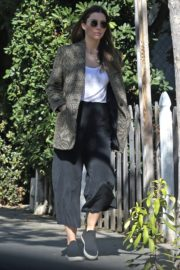 Jessica Biel in White Tank Top with Coat Out in Los Angeles 2019/11/22 16
