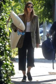 Jessica Biel in White Tank Top with Coat Out in Los Angeles 2019/11/22 19