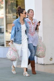 Jessica Biel Shopping with her mom in Los Angeles 2019/10/26 1