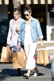 Jessica Biel Shopping with her mom in Los Angeles 2019/10/26 2