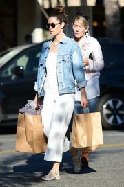 Jessica Biel Shopping with her mom in Los Angeles 2019/10/26 9