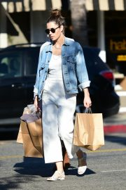 Jessica Biel Shopping with her mom in Los Angeles 2019/10/26 10