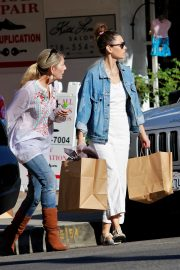 Jessica Biel Shopping with her mom in Los Angeles 2019/10/26 12