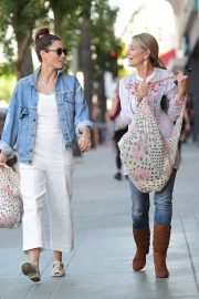 Jessica Biel Shopping with her mom in Los Angeles 2019/10/26 13