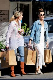 Jessica Biel Shopping with her mom in Los Angeles 2019/10/26 14