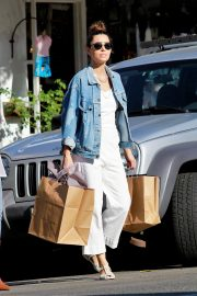 Jessica Biel Shopping with her mom in Los Angeles 2019/10/26 16