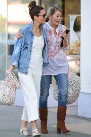 Jessica Biel Shopping with her mom in Los Angeles 2019/10/26 18