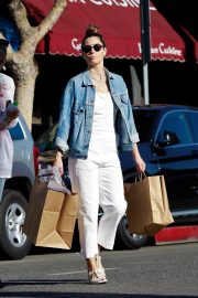 Jessica Biel Shopping with her mom in Los Angeles 2019/10/26 19