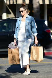 Jessica Biel Shopping with her mom in Los Angeles 2019/10/26 22
